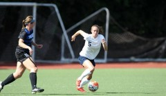 Women's soccer continues undefeated with win over Tufts