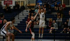Men's basketball improves to 6-1 in the UAA