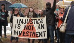 Students protest univ. investments in fossil fuel companies
